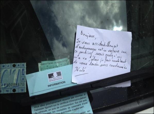 Ma voiture gênant la circulation, un Portugais m'a aidé à la mettre sur le trottoir ...