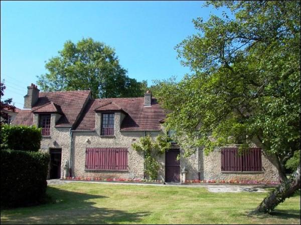 """Voici """"le clos Lupin"""" à Etretat, demeure dont le nom a été choisi par le propriétaire en hommage à l'un de ses célèbres héros :"""