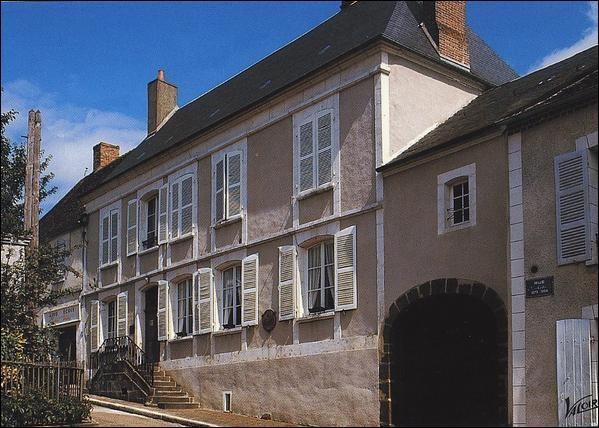 """Sa maison natale est à Saint-Sauveur-en-Paysaye, on a lu ses romans, """"le blé en herbe"""" ou """"la maison de Claudine"""" :"""