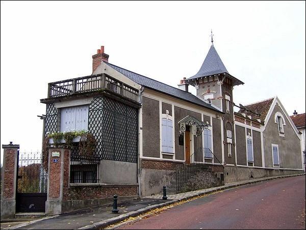 """Situé à Montfort-L'Amaury, voici """"le Belvédère"""" où il a vécu. Son Boléro est demeuré célèbre :"""