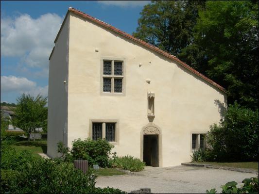 Sa maison natale est à Domrémy :