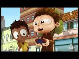 """Dans l'épisode """"Mini grand prix"""", contre qui Angelo fait-il une course de voitures radiocommandées ?"""
