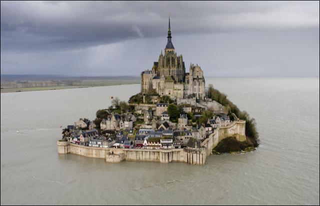 Le mont Saint-Michel est redevenu une île. Combien de temps ont duré les travaux ?