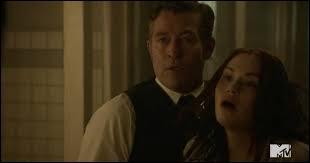 Que veut le docteur Valack en faisant un trou dans la tête de Lydia ?