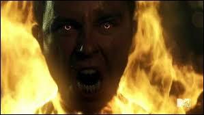 Dans Eichen House, qui est mis à feu lorsqu'il attaque Parrish venu lui-même en feu pour Lydia ?
