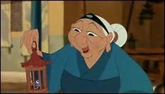 Qui est la vieille dame qui lui a donné son criquet chanceux ?