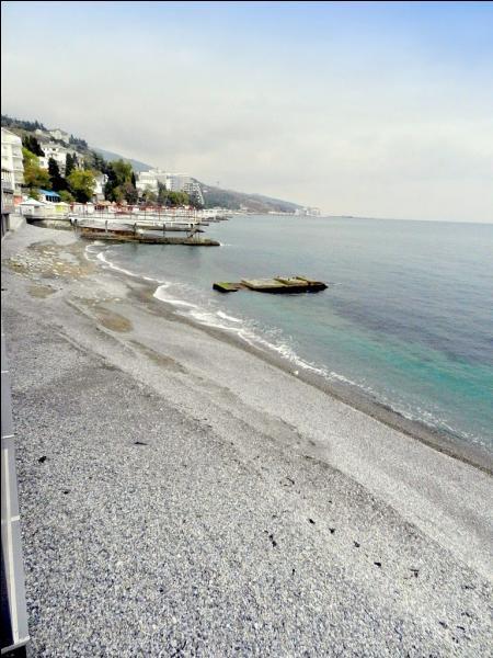 Sur quelle presqu'île du sud de l'Ukraine se trouve la station balnéaire de Yalta ?