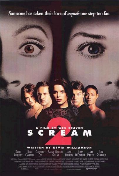 """Qui tient le rôle de la journaliste Gale Weathers dans le film """"Scream 2"""" ?"""