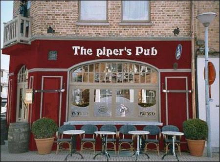 Quelle est la spécialité de ce véritable Pub anglais ? Cochez la perle du journaliste. Consigne valable pour tout le quiz !