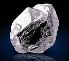 C'est un minéral essentiellement composé de carbone. Il est extrêmement dur. C'est...