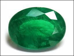 Cette pierre est verte. On la trouve en grande quantité à Japour, en Inde. Qu'est-ce ?