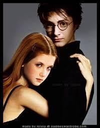 Pour quelle raison Harry embrasse-t-il Ginny pour la première fois, dans le tome six ?
