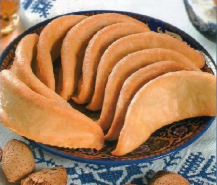 Gastronomie - Les cornes de gazelles sont des pâtisseries maghrébines à base de pâte d'amande et de...