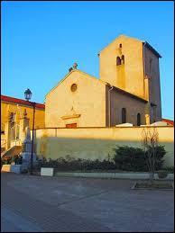Voici l'église Saint-Nicolas de Valmestroff. Village de l'arrondissement de Thionville, il se situe en région ...