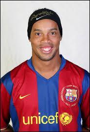 Voici Ronaldinho. Connaissez-vous son nom ?