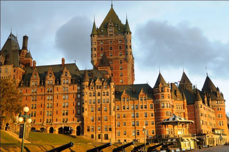 D'abord, situons ce magnifique château Frontenac inscrit dans le livre des records Guinness étant l'hôtel le plus photographié au monde. Où est-il ?