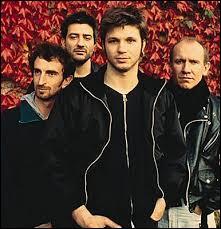 """Quel groupe français a interprété """"Le vent nous portera"""" en 2001 ?"""