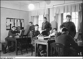 Arrive alors la Seconde Guerre mondiale. Le 4 mars 1940, les Allemands envahissent Paris et dès le lendemain, un service de renseignements occupe le Lutetia. Comment se nommait-il ?
