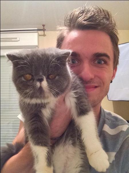 Comment s'appelle le chat de Squeezie ?