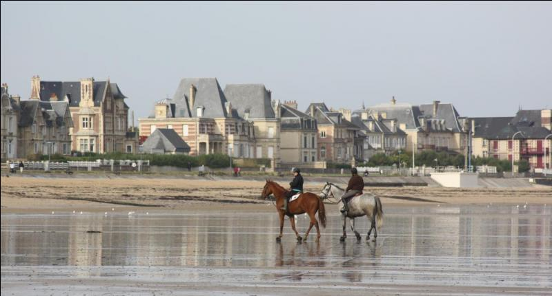 Sur la côte de Nacre, dans le Calvados, au bord de la Manche, elle n'a rien à voir avec son homonyme connue pour ses bouchons :