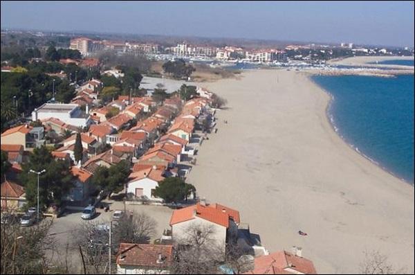 """Ville de la côte Vermeille, si vous choisissez d'habiter """"Le Racou"""", vous aurez votre maison les pieds dans l'eau ! Elle est à deux pas de l'Espagne :"""