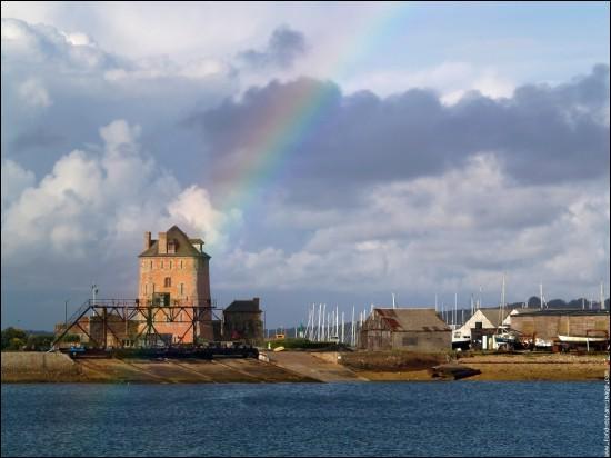 Village breton de la côte iroise, il fut plus connu pour son curé que pour ses moulins :