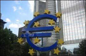 Quel pays a rejoint la zone euro en 2015 ?