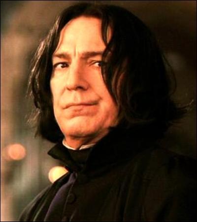 « C'est fou ce que vous ressemblez à votre père, Potter. Lui aussi était excessivement arrogant. Son petit talent au Quidditch lui donnait l'impression, à lui aussi, d'être au-dessus des autres. Il passait son temps à se pavaner, accompagné de ses amis et de ses admirateurs... La ressemblance entre vous est saisissante, inquiétante, même... »