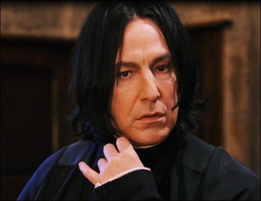"""Troisième partie.Severus Rogue porte le nom de Severus Snape dans la version originale de la saga (version anglaise donc). La traduction française n'est pas anodine et s'est inspirée du personnage. """"Rogue"""" est en fait un mot anglais. Que signifie-t-il en français ?"""