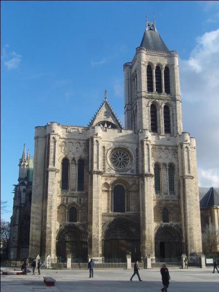 C'est grâce à la cathédrale que vous allez trouver cette ville, et c'est ici que naquit la vanille Bourbon !