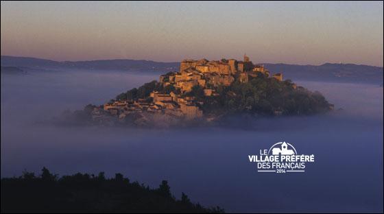 Dans quel département se situe le village médiéval de Cordes-sur-Ciel, dont la préfecture est Albi ?