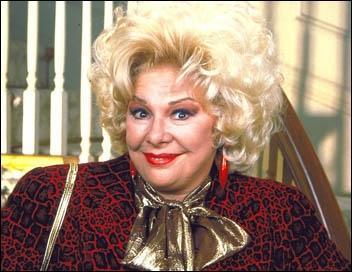 Comment s'appelle l'actrice qui joue Sylvia Fine ?
