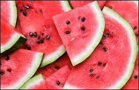 Parmi ces fruits, lequel est rouge à l'intérieur ?