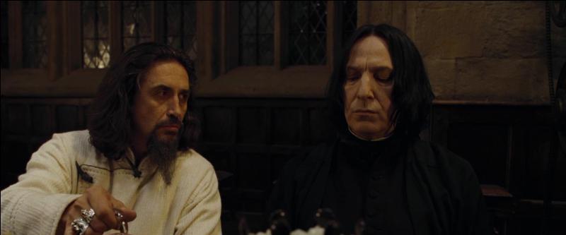 Igor Karkaroff. Aux côtés des Mangemorts lors de la Première Guerre des Sorciers, Igor Karkaroff échappe à la prison d'Azkaban en trahissant plusieurs Mangemorts. Devenu directeur de l'école de Durmstrang, que lui arrive-t-il lors du retour de Lord Voldemort ?