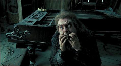 Peter Pettigrow. Élève de l'école de Poudlard, au départ membre du clan des Maraudeurs, Peter Pettigrow bascule soudainement du côté des Mangemorts à la fin des années 1970. Ayant trahi les parents de Harry Potter, il est rattrapé par Sirius Black mais provoque une explosion et se coupe un doigt pour faire croire à sa disparition. Combien de Moldus seront tués dans l'explosion ?