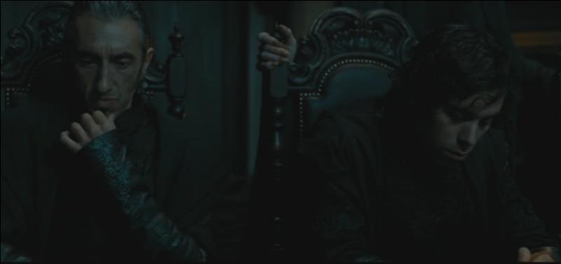 """Rabastan Lestrange. Discret dans la saga """"Harry Potter"""", Rabastan Lestrange n'en reste pas moins un Mangemort cruel. Beau-frère de Bellatrix Lestrange, il se distingue lors de la Bataille des Mystères. Par quel sortilège magique est-il désarmé par Neville Londubat lors de cette Bataille ?"""