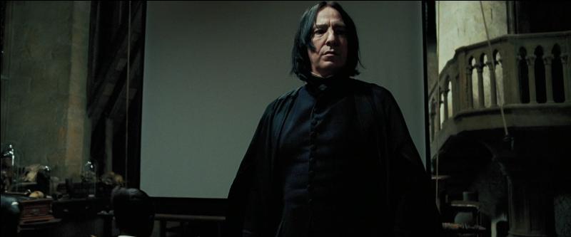 Severus Rogue. Agent double au service d'Albus Dumbledore et de l'Ordre du Phénix, Severus Rogue était un Mangemort lors de la Première Guerre des Sorciers. Pour quel Horcruxe peut-on dire qu'il a participé indirectement à sa destruction ?