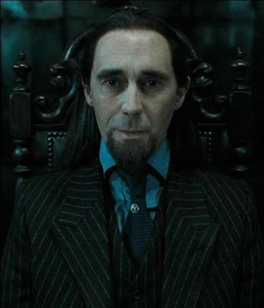 """Pius Thicknesse. Employé du Ministère de la Magie, Pius Thicknesse est placé lui-aussi sous le sortilège de l'Impérium. Quel est l'unique volet de la saga """"Harry Potter"""" où l'on voit son personnage au cinéma ?"""