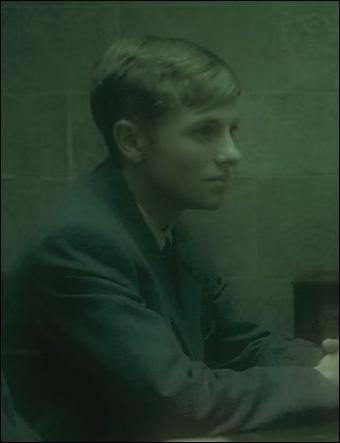 Avery Jr.. Comptant comme l'un des plus fidèles partisans de Lord Voldemort, Avery Jr. a été de tous les combats du Seigneur des Ténèbres. Capturé après la première chute de Lord Voldemort, quelle excuse invoque-t-il pour échapper à la prison d'Azkaban ?