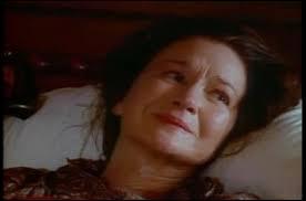De quoi cette femme va-t-elle mourir, et que va-t-elle léguer à Michaela ?