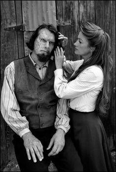 Dans la saison 2, Dr Quinn aide un homme au visage brûlé. Comment s'appelle-t-il ?
