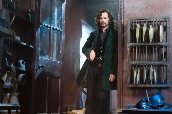 Après la disparition de sa mère Walburga Black en 1985, la demeure du 12, Square Grimmaurd sera inoccupée. Sachant que Sirius Black était déjà emprisonné à Azkaban, combien d'années la maison a-t-elle pu rester sans un seul habitant ?