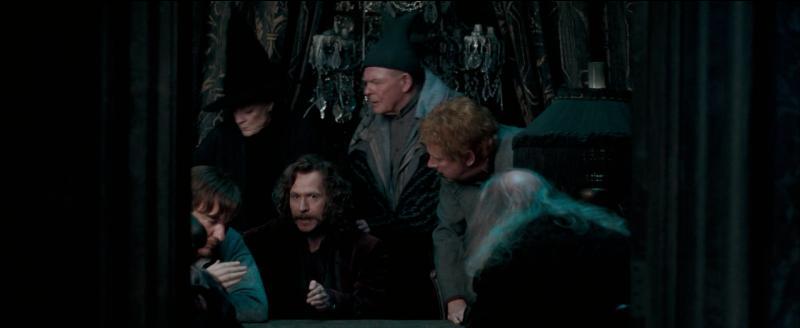 """Dans """"Harry Potter et l'Ordre du Phénix"""", au cours de l'année scolaire 1995-1996, quelle demande formulée par Albus Dumbledore nécessite l'approbation de Sirius Black en tant que propriétaire des lieux ?"""