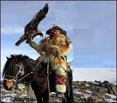 Arpentant les immensités de l'espace naturel de son pays, ce cavalier représente fièrement sa nation, dont la capitale se nomme :
