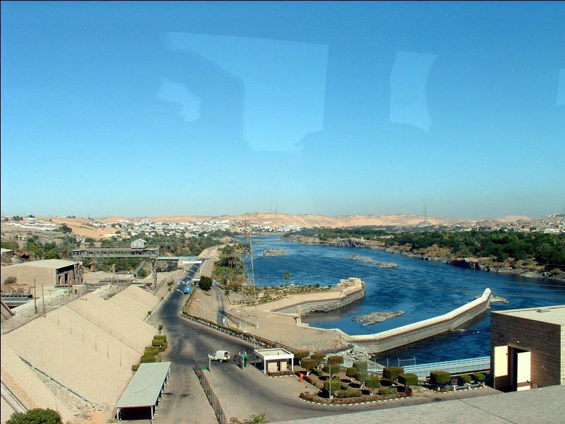 A qui était dédié le temple d'Abou Simbel que l'on déplaça lors de la construction du barrage d'Assouan ?