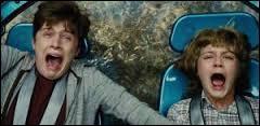"""Je regarde le film """"Jurassic World"""", que j'ai eu en DVD à Noël. Les personnages principaux sont Zach ... Gray."""