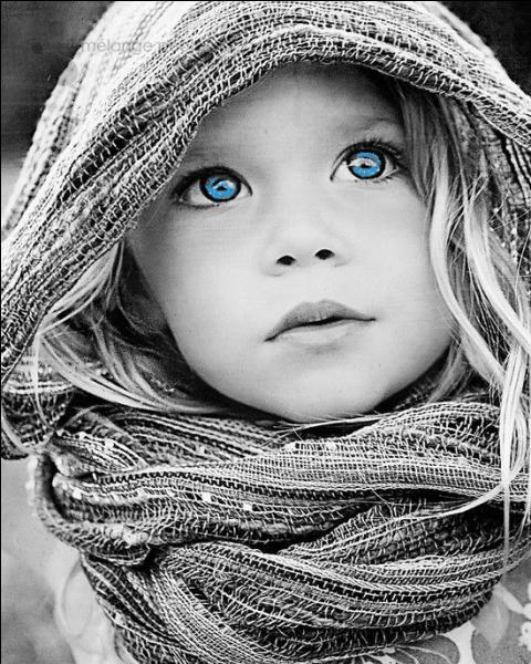 """Qui chantait """"Comme un enfant aux yeux de lumière qui voit passer au loin les oiseaux..."""""""