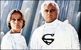 Dans ce film Marlon Brando incarne pour quelques instants le père d'un super-héros de bande dessinée.