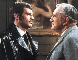 Ce film de Jean-Pierre Melville nous montre Charles Vanel en fuite avec Belmondo en garde du corps.