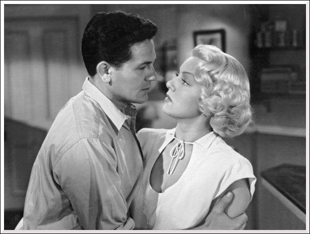 Dans quel film de 1946 Frank Chambers et Cora Smith deviennent-ils amants ?